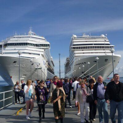 cruise-ships-228923
